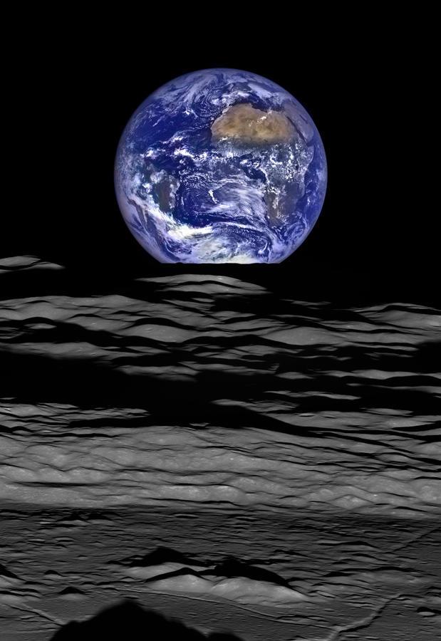 ▲月探査機ルナー・リコネッサンス・オービターがとらえた 「地球の出」 NASA/Goddard/Arizona State University