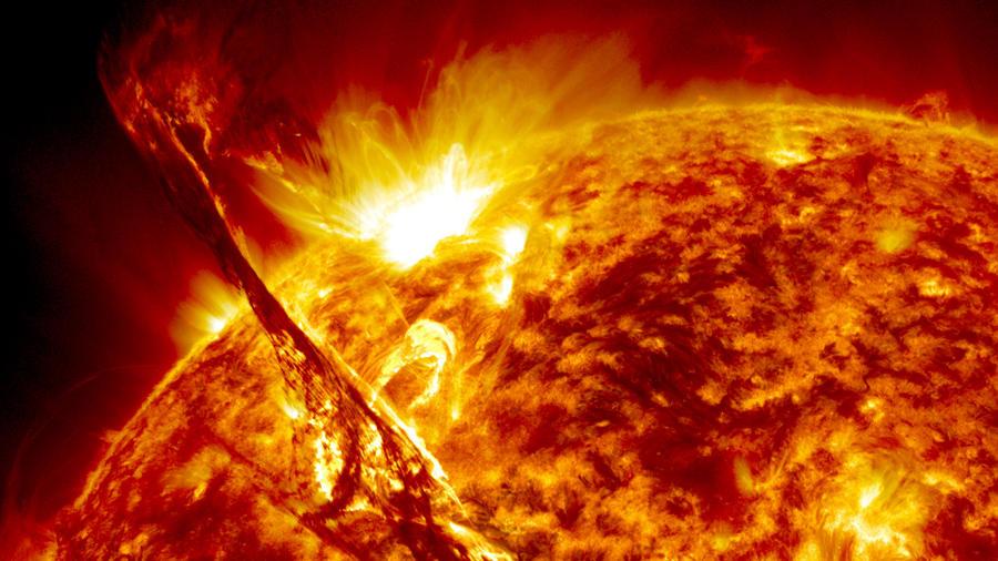 ▲太陽観測衛星SDOがとらえたプロミネンス NASA's Goddard Space Flight Center/SDO