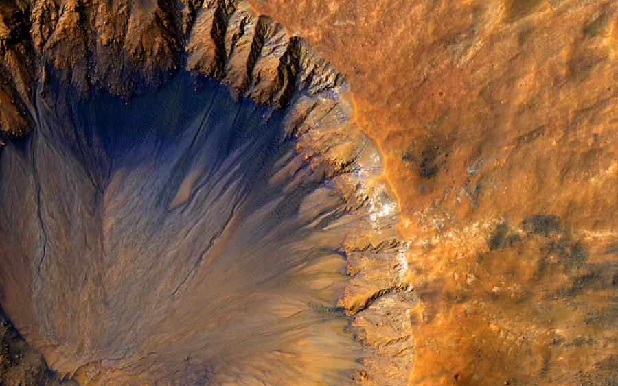 ▲火星探査機マーズ・リコネッサンス・オービターがとらえた火星のクレーター NASA/JPL-Caltech/Univ. of Arizona