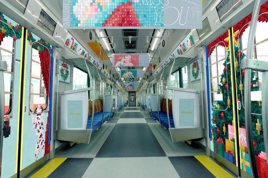 ▲クリスマス内装装飾を施された東急東横線を走るヒカリエ号