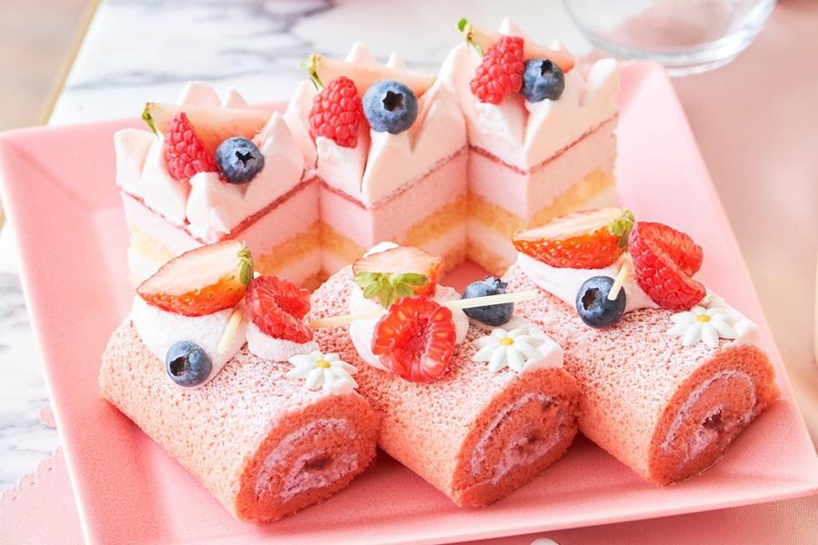 ▲ベリーロールケーキとストロベリーとライチのケーキ