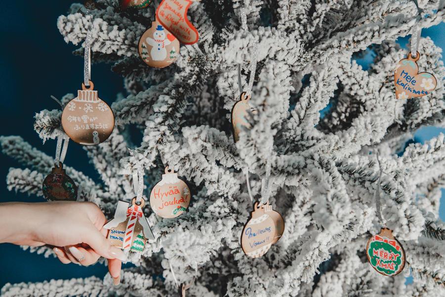 ▲クリスマスツリーに「願いを架けて」