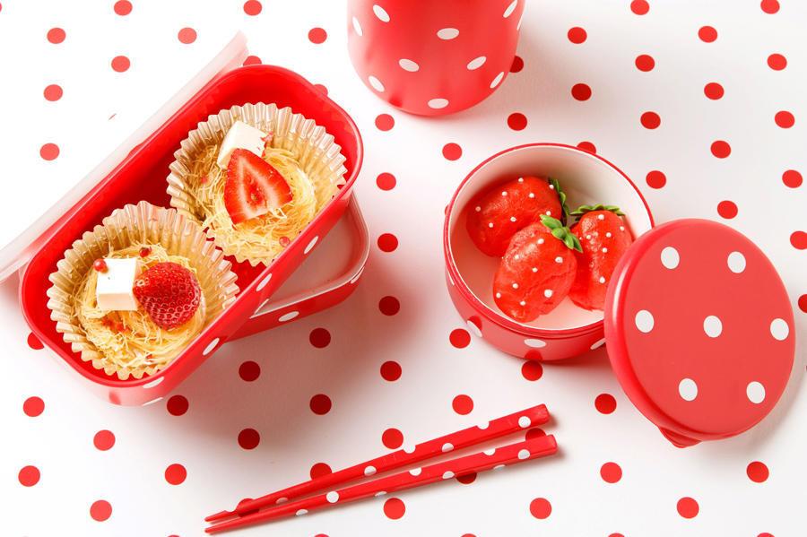 ▲【期間限定メニュー】写真左から:ストロベリークリームチーズとサクサクのカダイフ/苺シェイプの梅クリームエクレア