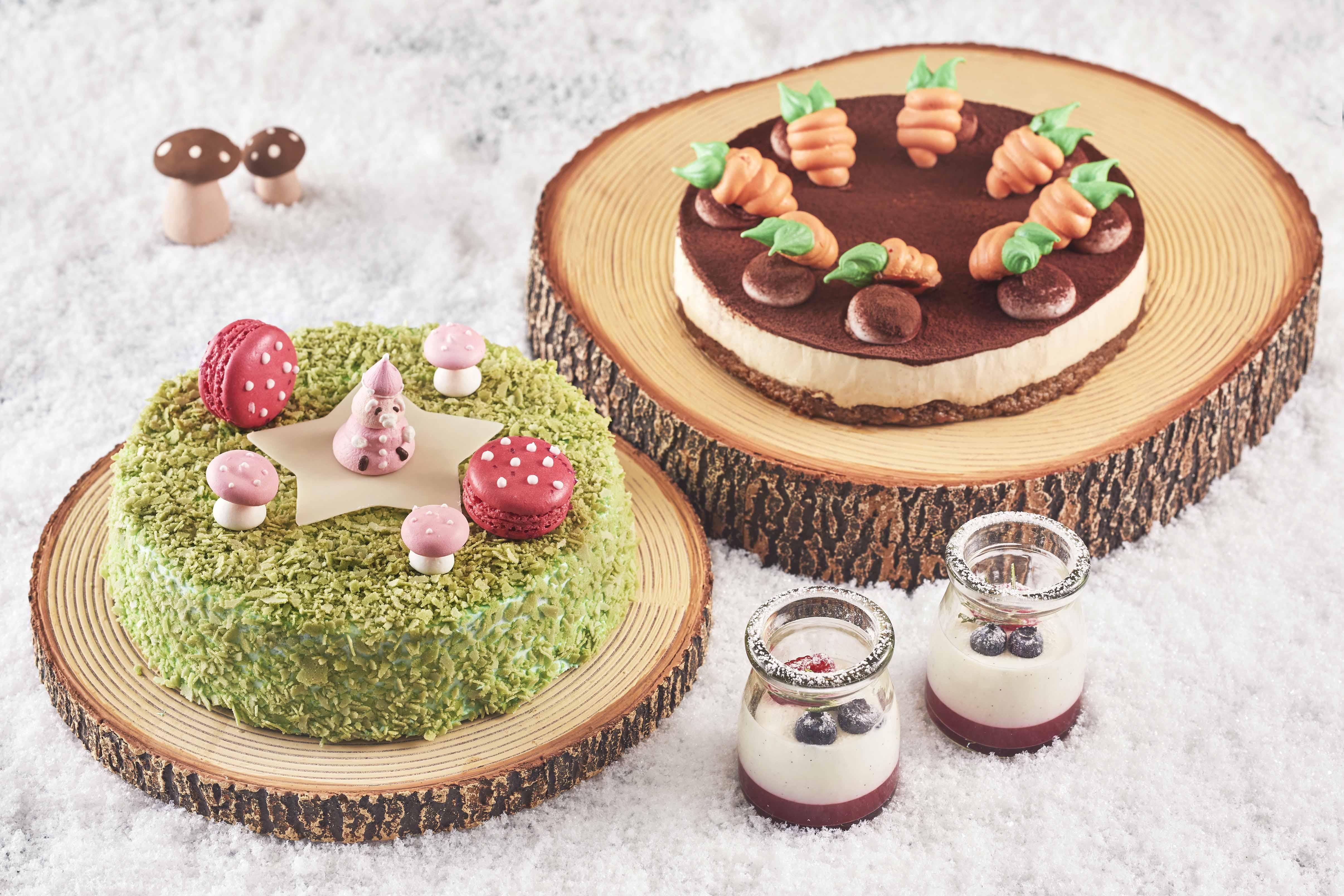 ▲シャンパンロリポップ、ルビーチョコと苺のロリポップ(左)、苺リップのタルト(中央)、頬を染めるルビーチョコレートのチーク(右)