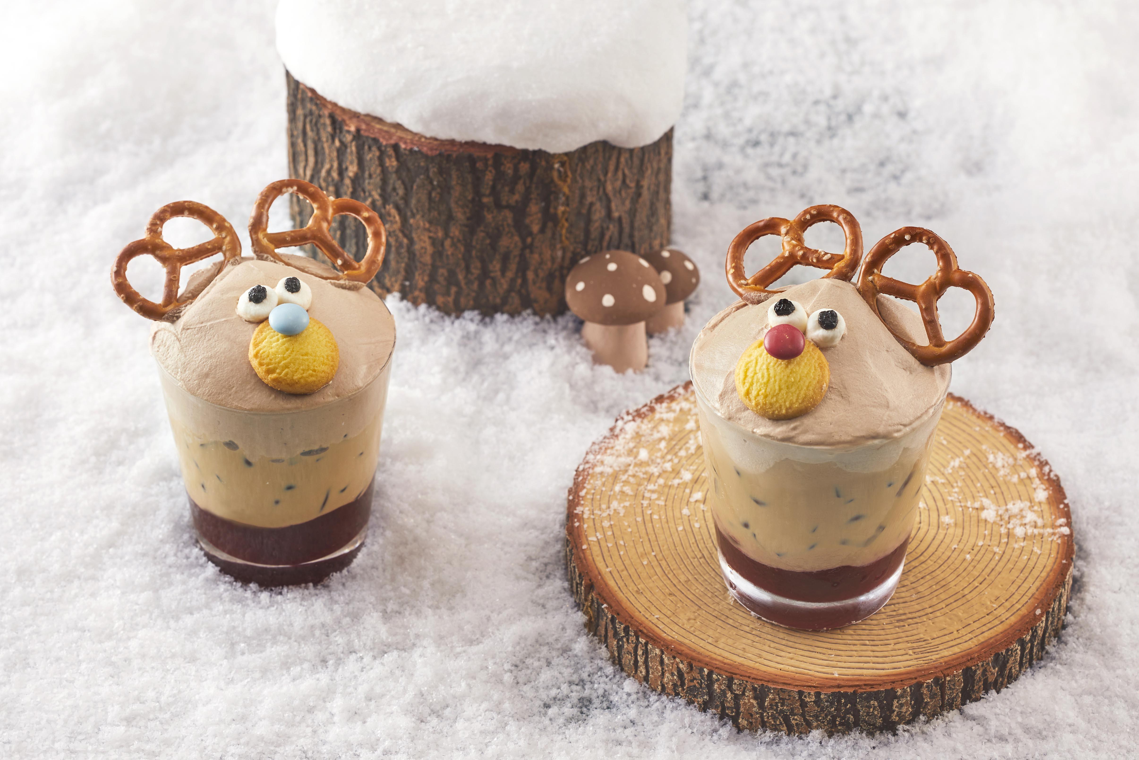 ▲リップスティックチョコレートを添えたヘーゼルナッツのホットチョコレートは、シェフがその場でデザートを仕上げる「ライブステーション」で提供