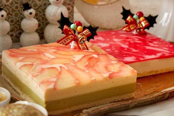 ▲洋梨とピスタチオのムース/赤い果実のムース(イメージ)