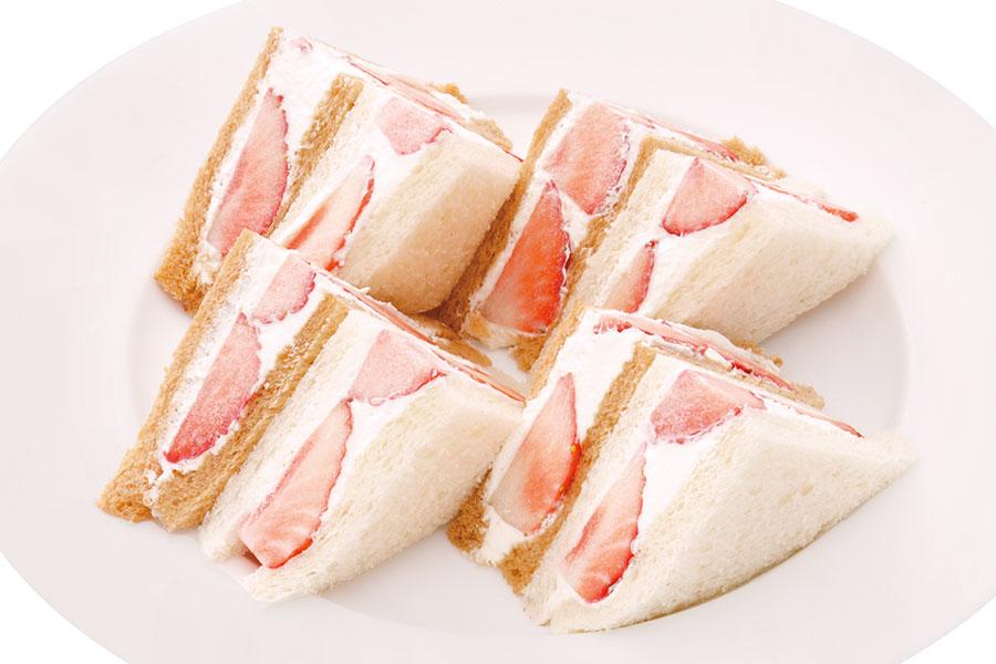 苺のサンドイッチ