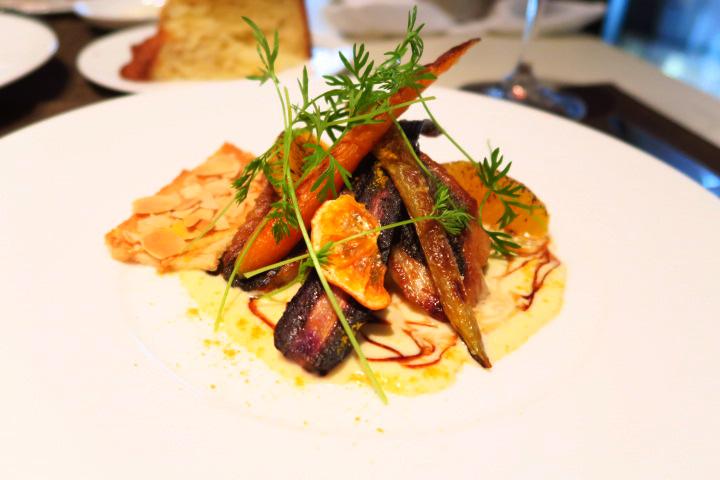 鮮魚のポワレ 季節の野菜とアーモンドのチュイール 白ワインソース