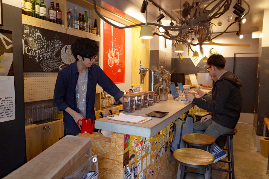 Colored Life Coffee店内