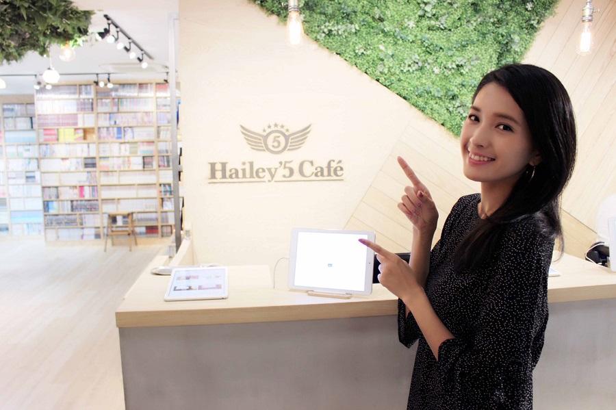 Hailey' 5 Cafe渋谷店内
