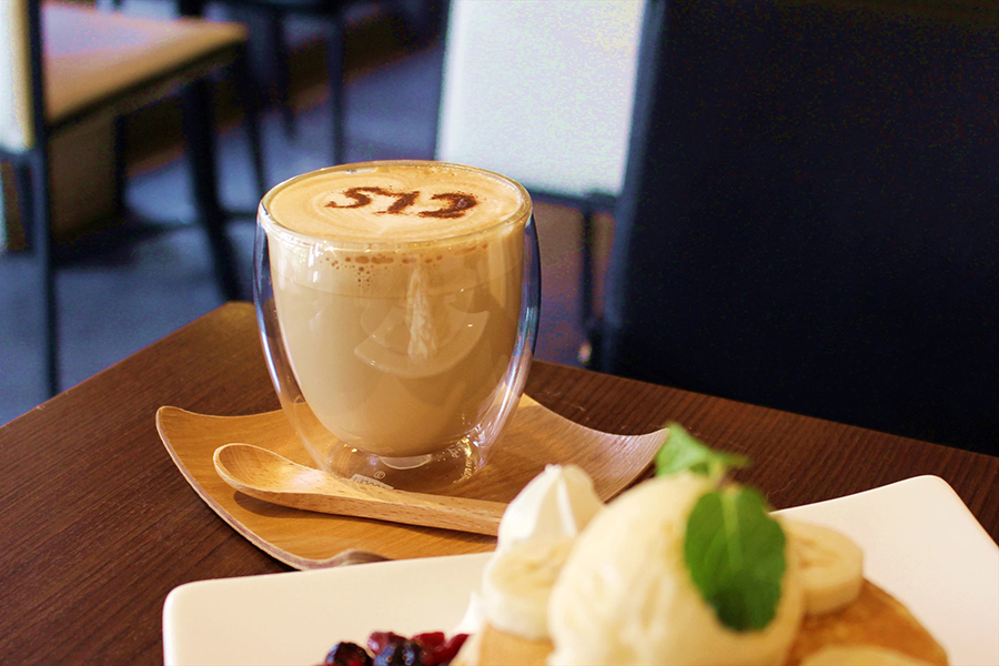 512 CAFE&GRILL カフェラテ