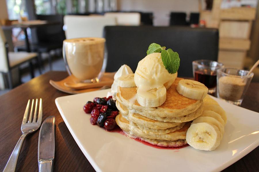 512 CAFE&GRILL 九州パンケーキ ベリー&バナナ