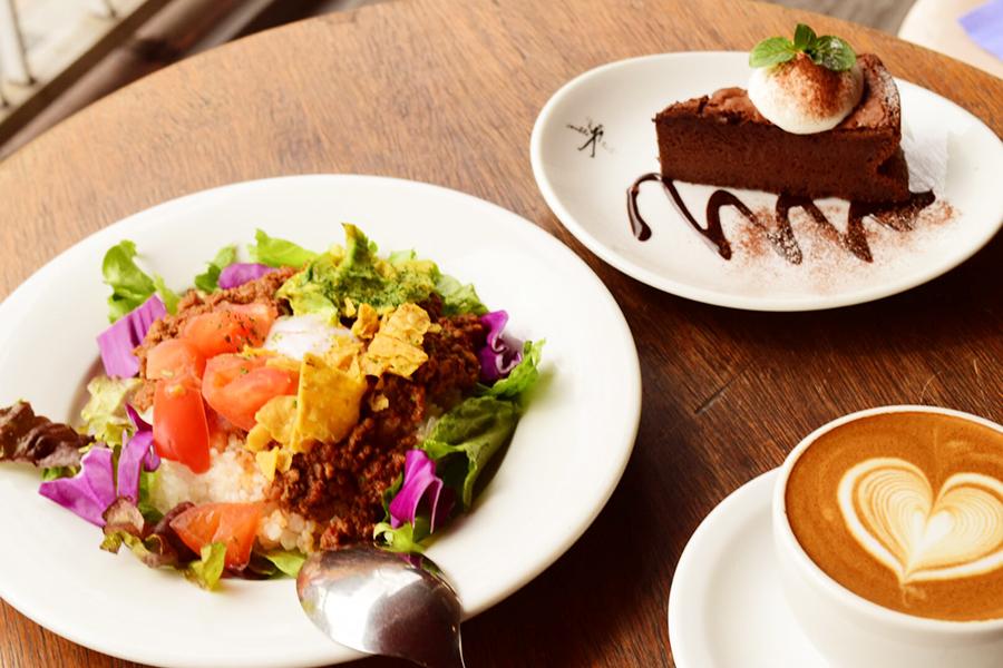 ダブルトールカフェ 原宿店ドリンクとケーキ付きセット