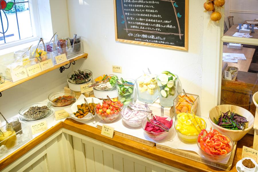 野菜がおいしいカフェLONGING HOUSE神宮前・原宿サラダビュッフェ