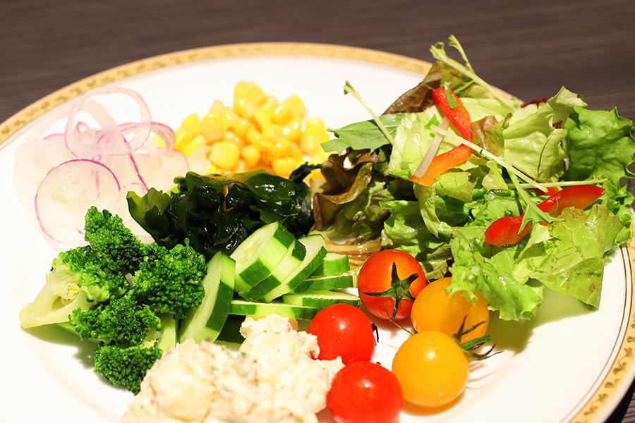 ホテルオークラレストラン横浜 サファイア 自分好みのサラダ