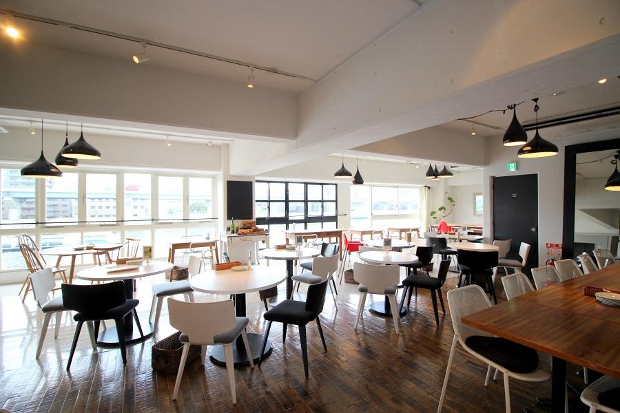 Riverside Cafe Cielo y Rio3F内観
