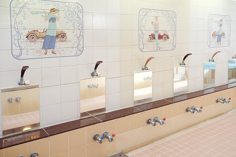 タカラ湯 洗い場 レトロなタイル