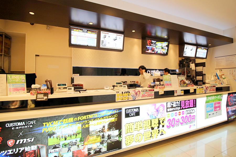 CUSTOMA CAFE 歌舞伎町店入口