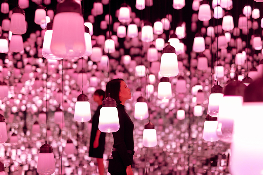 MORI Building DIGITAL ART MUSEUM: EPSON teamLab Borderless 呼応するランプの森