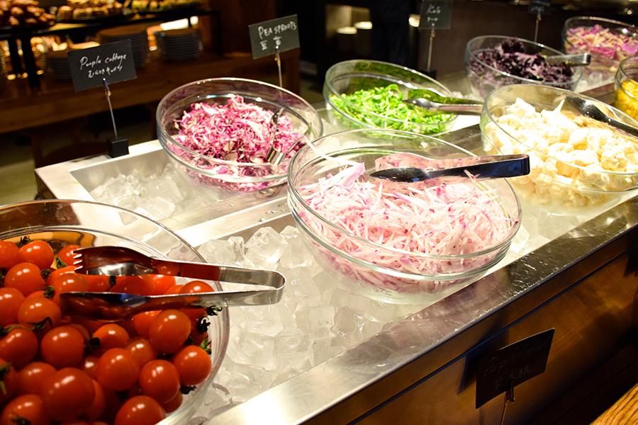 MORETHAN TAPAS LOUNGE サラダコーナー