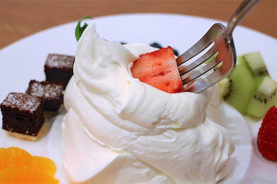 MILKLAND HOKKAIDO → TOKYO 季節のお皿パフェ