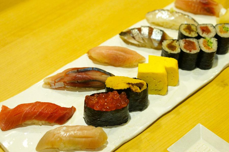 カウンターひとり寿司