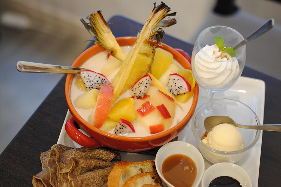 BWCAFE 蕎麦茶ミルクのホットフルーツ鍋