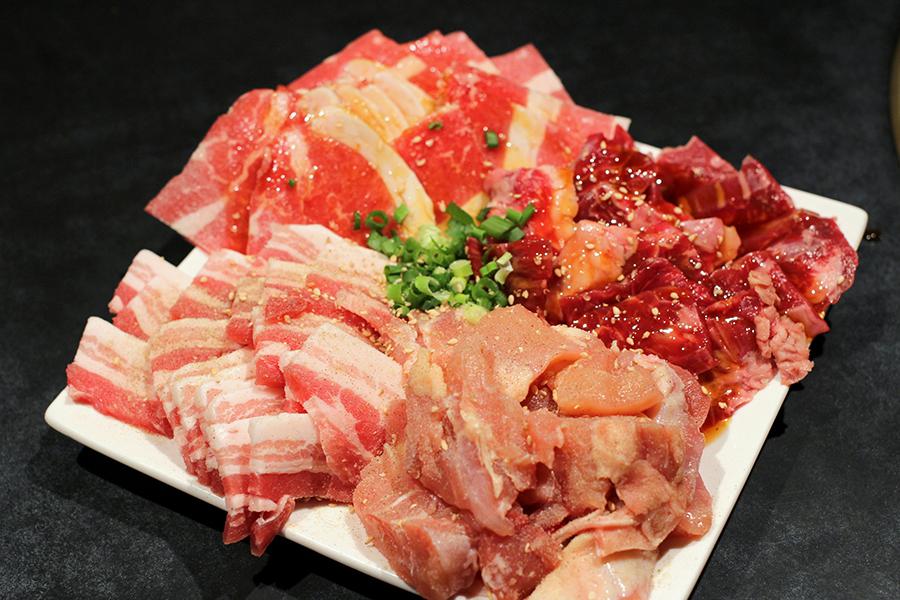 百えん屋 14種類のお肉食べ放題コース