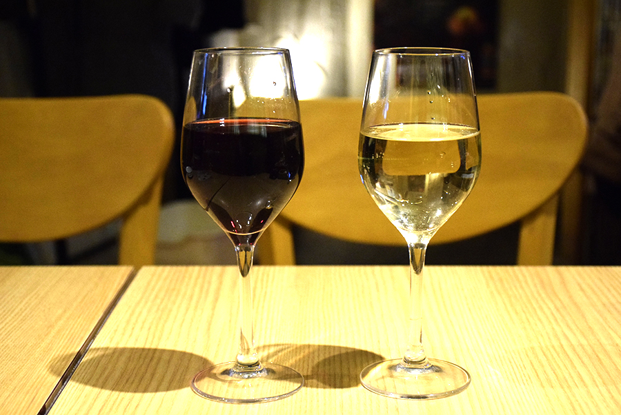 ChaCha横浜駅西口店 樽生ワインの赤、白