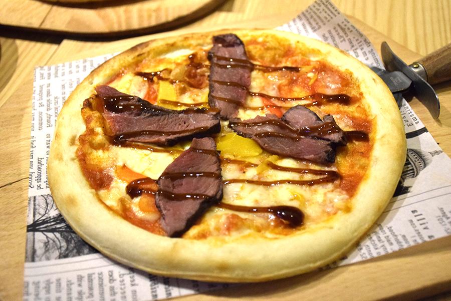 ChaCha横浜駅西口店 ローストビーフピザ