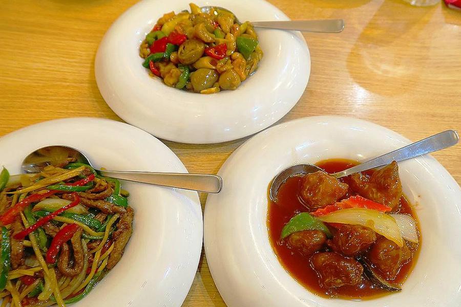 北京烤鴨店 豚肉とピーマンの細切り炒め、酢豚、鶏肉とカシューナッツ炒め