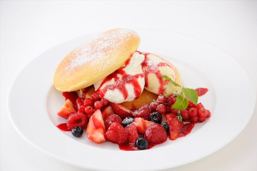 カフェナチュレベリーベリーパンケーキ