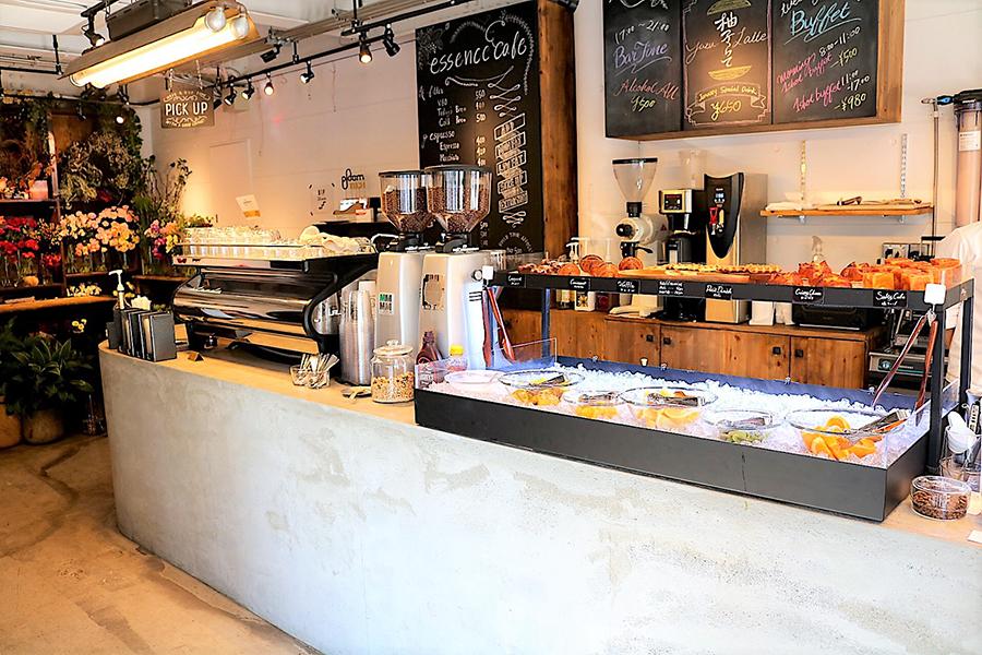 essence cafe 1階