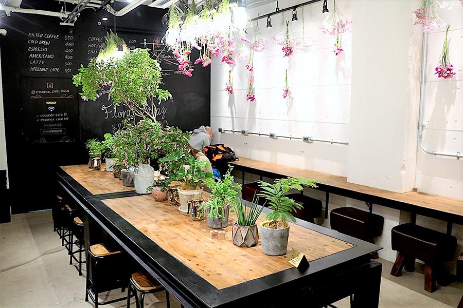 essence cafe イートインスペース