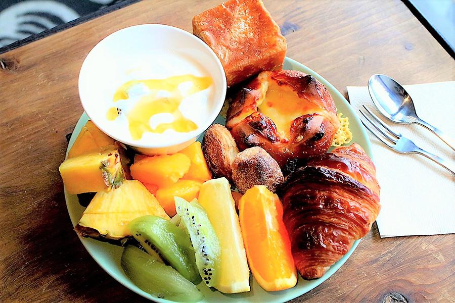 essence cafe パンとフルーツ