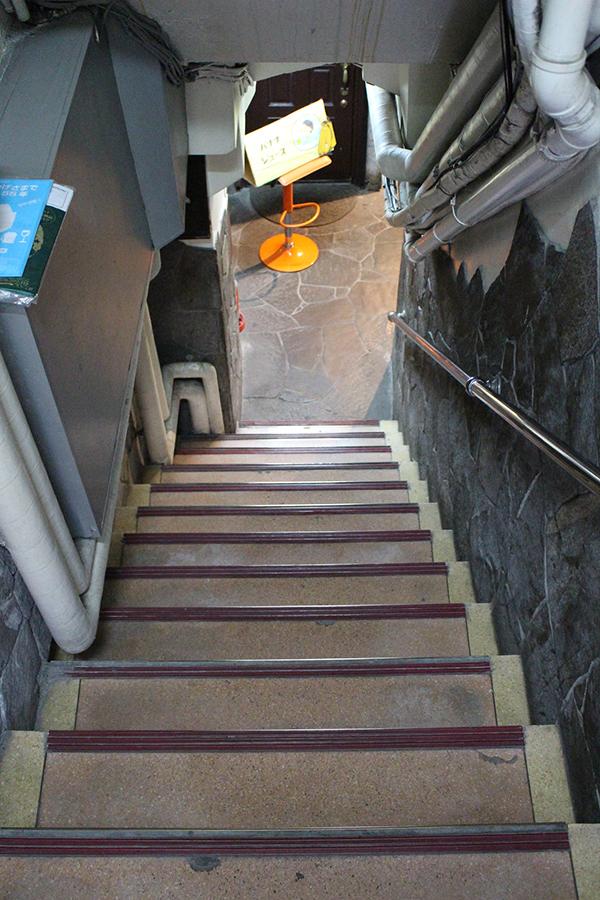 バナナジュース コリドー街店 階段