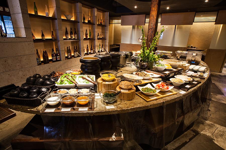 隠れ房 新宿店 大地の恵み、手作り和食ビュッフェ