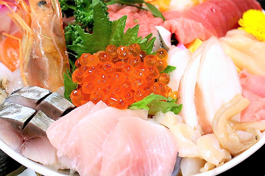 割烹さいとう海鮮丼アップ