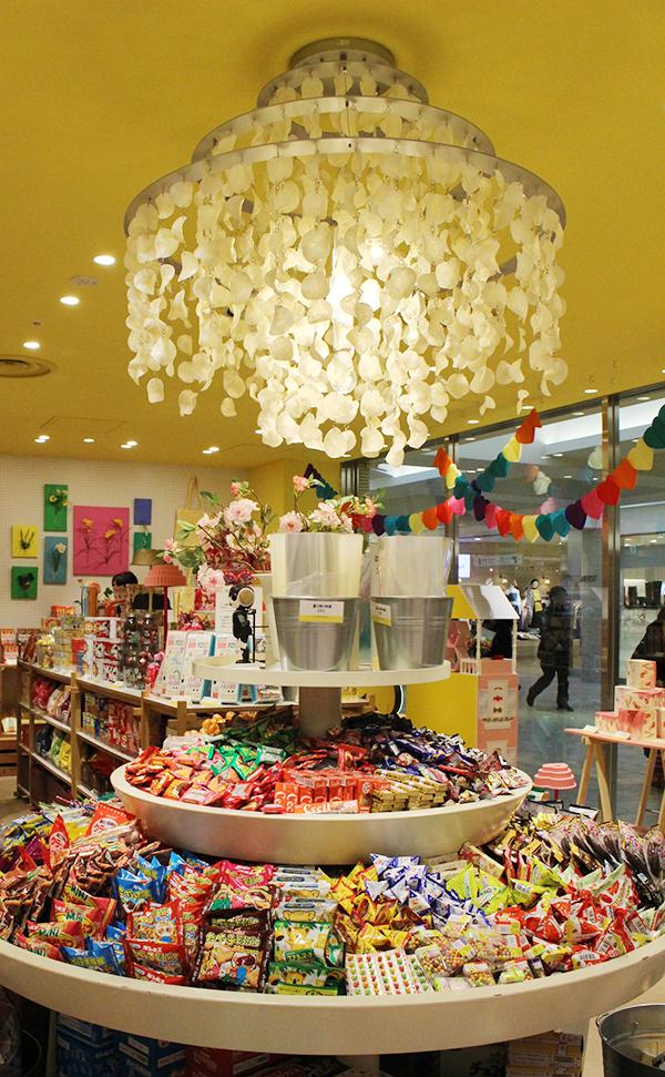 Yesterday's tomorrow お菓子の量り売りコーナー