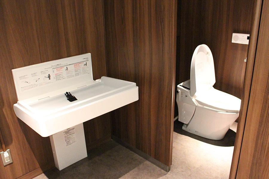 日比谷松本楼 トイレ、おむつ台