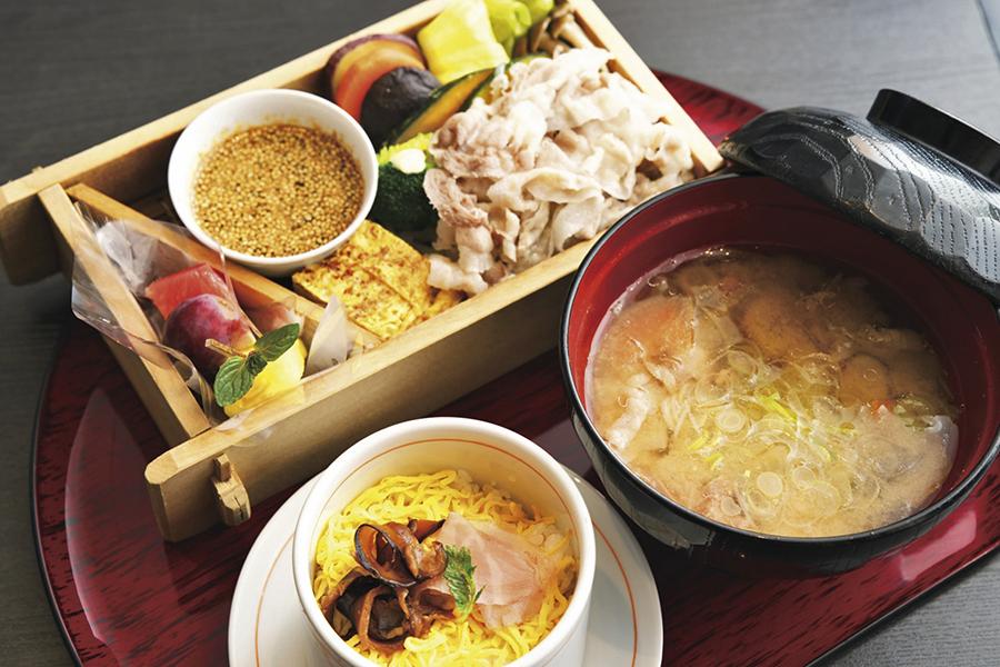 遊食豚彩 いちにぃさん 日比谷店 黒豚の野菜蒸しセット