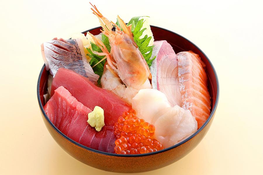 魚寅鮨 池袋西口店海鮮ちらし