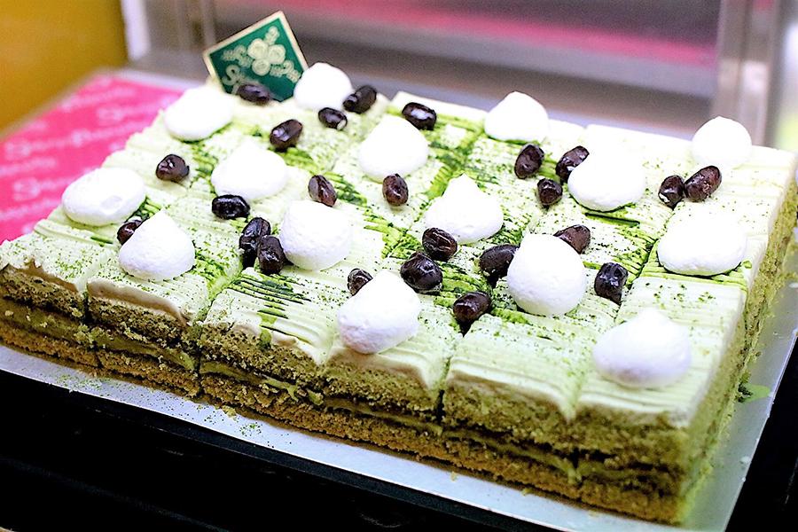 スイーツパラダイス 新宿東口店 抹茶と小豆のケーキ