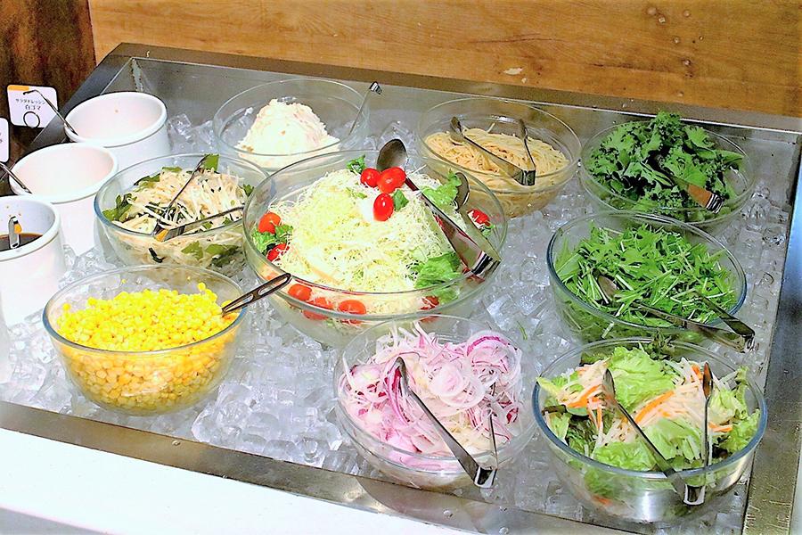 スイーツパラダイス 新宿東口店 サラダ
