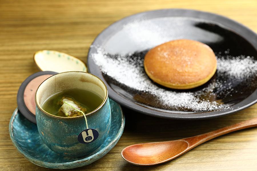 うさぎや CAFÉハワイウォーターで入れたお茶、うさどらフレンチ焼き