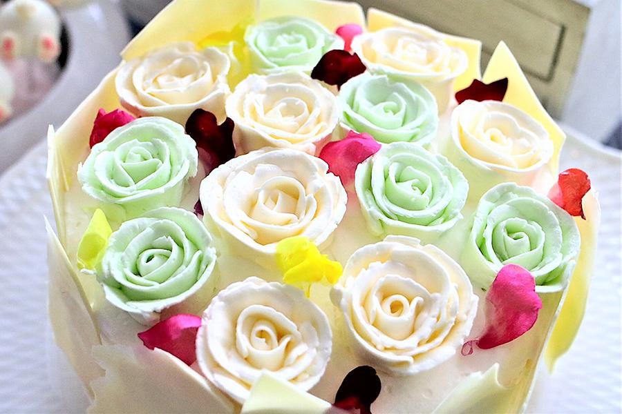 サマーデザートブッフェ 片思いは本気 メロンとマスカルポーネ 花束クリームケーキ