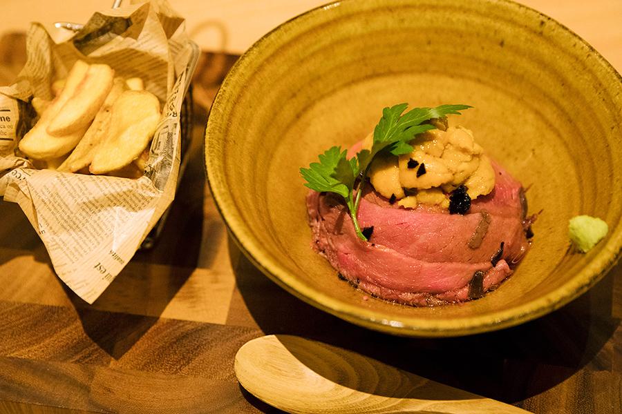 KICHIRI MOLLIS 新宿通り 贅沢に雲丹をのせたローストビーフトリュフ丼