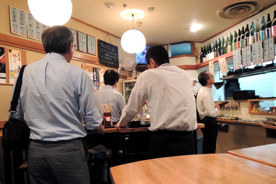 「たち飲み 吟」(新橋駅前ビル1号館)店内