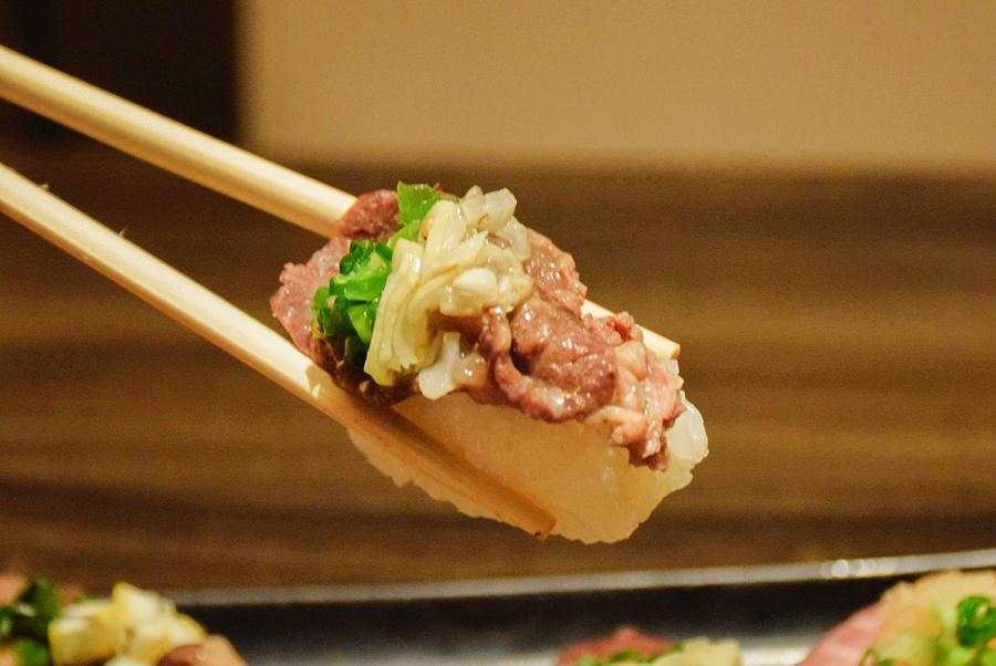 雫no庭 牛ハラミの炙り寿司