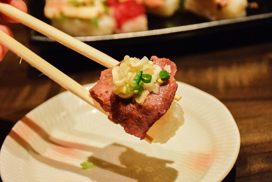 雫no庭 牛タンの炙り寿司